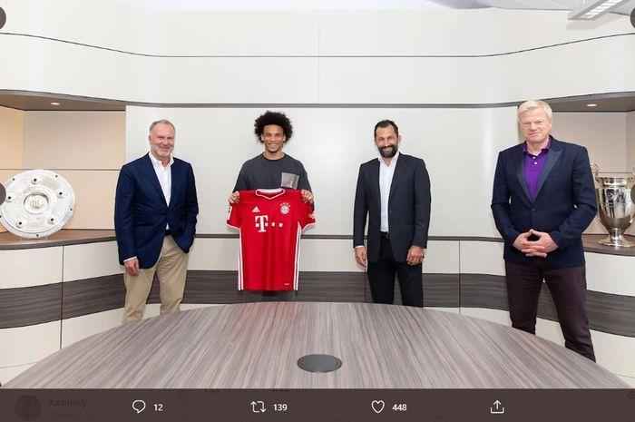 Winger asal Jerman, Leroy Sane, resmi diperkenalkan sebagai pemain Bayern Muenchen.
