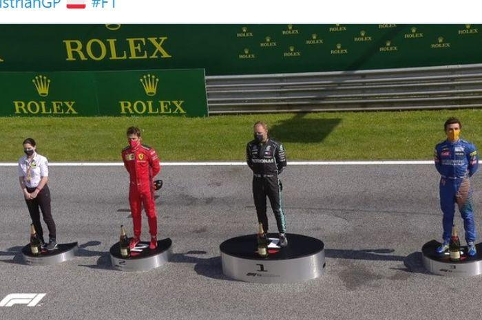 Penampakan podium F1 GP Austria di Red Bull Ring, Austria, 5 Juli 2020. Pembalap Mercedes, Valtteri Bottas (hitam), menjadi pemenang balapan diikuti Charles Leclerc (Ferrari/merah) dan Lando Norris (McLaren/biru).