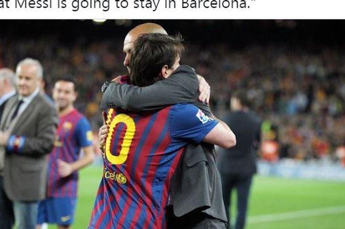 Pep Guardiola memeluk Lionel Messi saat sama-sama berada di Barcelona.