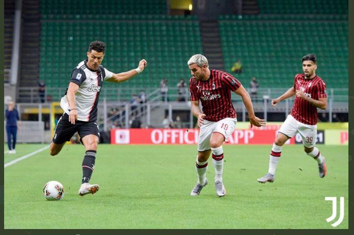 Aksi Cristiano Ronaldo dalam duel Liga Italia antara AC Milan vs Juventus di San Siro, 7 Juli 2020.