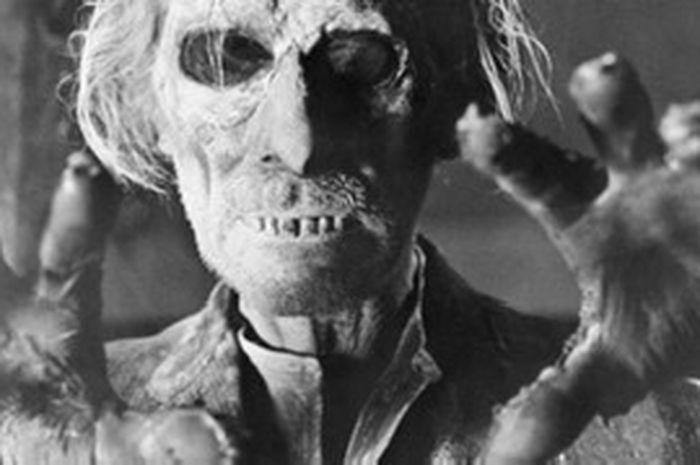 Peter Cushing kembali dari kubur di