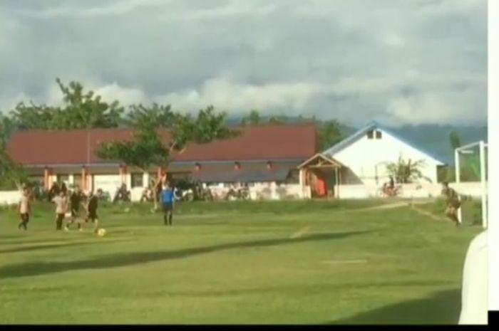 Pemain Persija Jakarta, Sandi Sute, berikan gol indah lewat panenka ketika mengeksekusi penalti