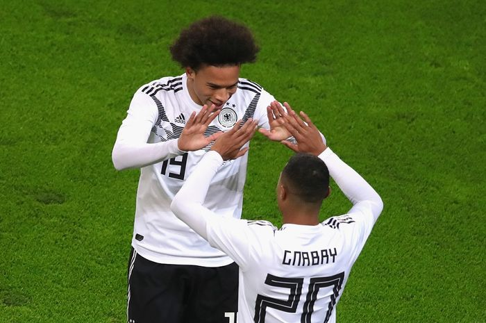 Duet timnas Jerman, Leroy Sane dan Serge Gnabry, akan bertemu Bayern Muenchen di Bundesliga musim depan.