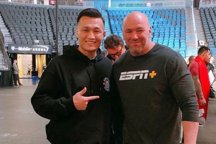 Petarung UFC asal Korea Selatan, Jung Chan-sung, dengan Presiden UFC, Dana White.