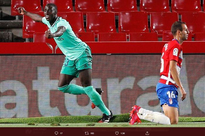 Ferland Mendy merayakan gol ke gawang Granada pada babak pertama.