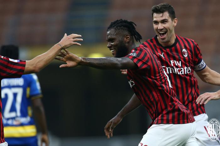 AC Milan bangkit pada babak kedua dengan mencetak dua gol dalam lima menit untuk menghabisi Parma dalam laga Liga Italia di Stadion San Siro.