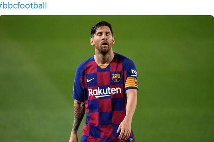 Kapten Barcelona, Lionel Messi, menunjukkan ekspresi kekecewaan dalam laga Liga Spanyol kontra Osasuna di Stadion Camp Nou, Kamis (16/7/2020).