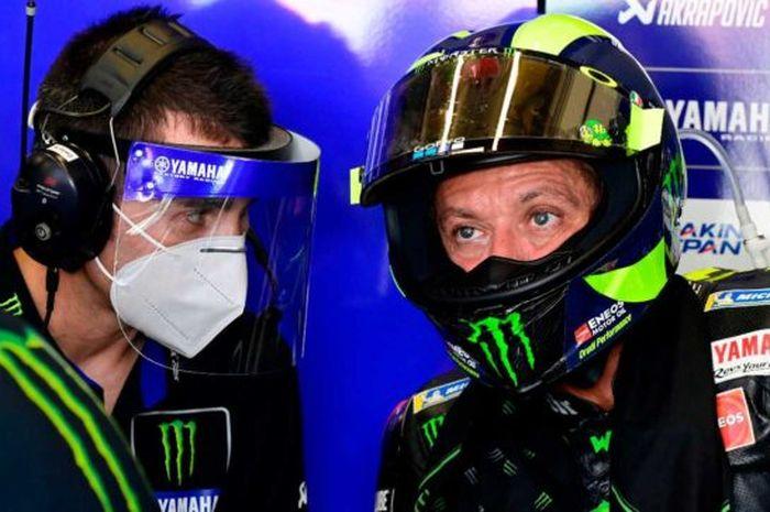 Pembalap Monster Energy Yamaha, Valentino Rossi sempat ribut dengan tim mekanik Yamaha sebelum naik podium di MotoGP Andalusia 2020.