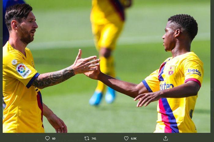 Lionel Messi dan Ansu Fati, merayakan gol Barcelona ke gawang Alaves, 19 Juli 2020.