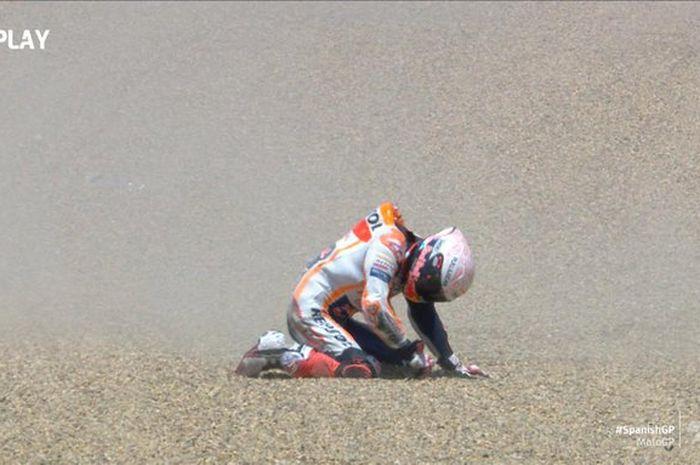 Pembalap Repsol Honda, Marc Marquez, mengalami kecelakaan pada balapan MotoGP Spanyol 2020 di Sirkuit Jerez, Spanyol, Minggu (19/7/2020).