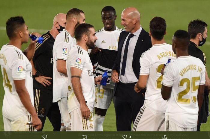 Para pemain Real Madrid melakukan jeda minum pada sebuah laga di Liga Spanyol 2019-2020.