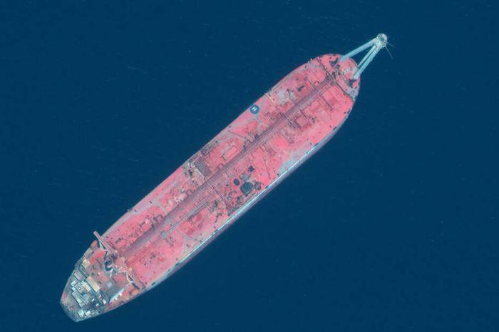 Kapal FSO Saver dilihat dari gambar satelit.