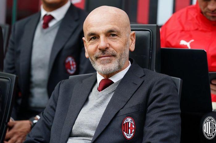 Juru taktik asal Italia, Stefano Pioli, saat melatih AC Milan.