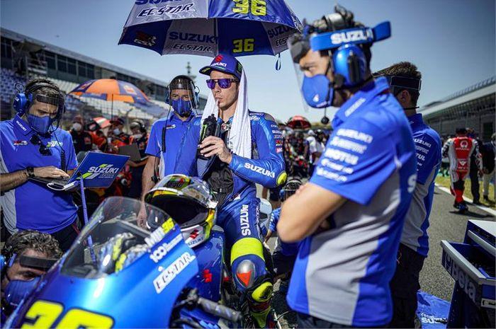 Pembalap Suzuki Ecstar, Joan Mir, sedang bersiap-siap untuk menghadapi balapan MotoGP Spanyol yang digelar di Sirkuit Jerez, Spanyol, 19 Juli 2020.