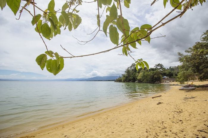 Pemandangan di sekitar Danau Poso.