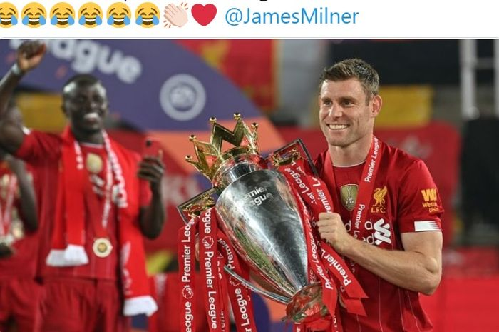 Gelandang asal Inggris, James Milner, mengangkat trofi Liga Inggris saat membela Liverpool.