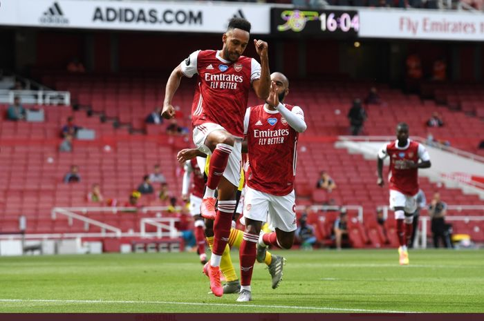 Pierre-Emerick Aubameyang merayakan gol dalam laga Arsenal kontra Watford pada pekan ke-38 Liga Inggris, Minggu (26/7/2020) di Emirates Stadium.