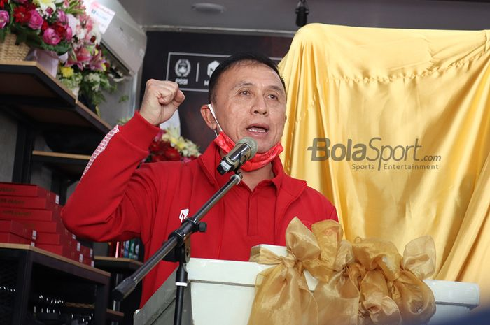 Ketua Umum PSSI, Mochamad Iriawan, memberikan sambutan dalam acara launching jersey tandang timnas Indonesia terbaru