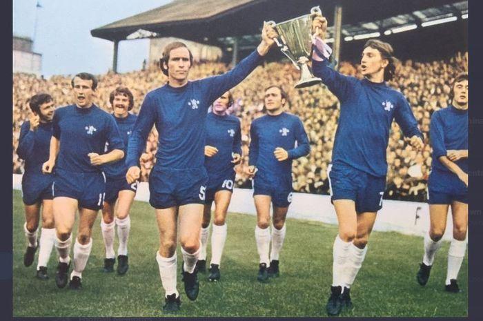 Skuad Chelsea dalam parade perayaan gelar Piala Winners 1970-1971 di Stamford Bridge.