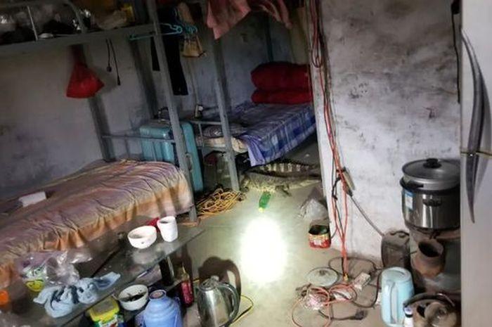 Kondisi kamar yang ditinggali pria tersebut.