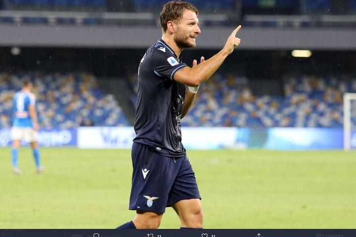 Ciro Immobile merayakan gol dalam pertandingan Napoli vs Lazio.