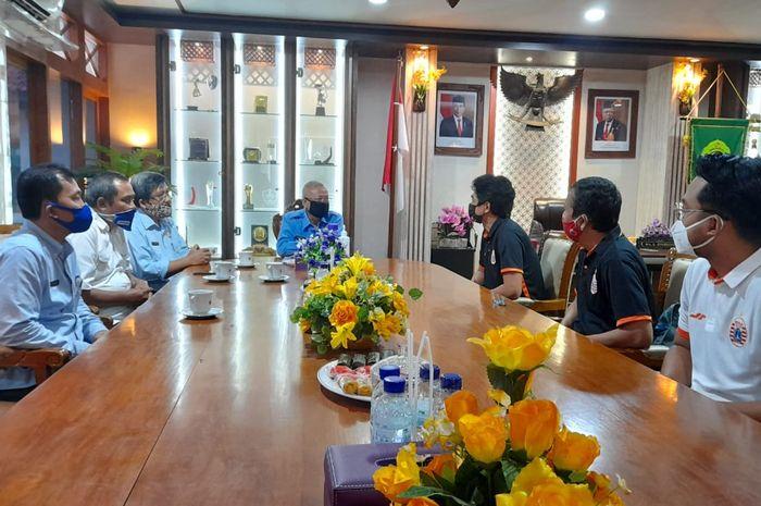 Manajemen Persija Jakarta bertemu Bupati Bantul, Suharsono, di Kantor Bupati, Selasa (3/8/2020).