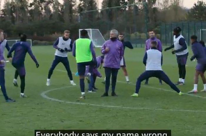 Pelatih Tottenham Hotspur, Jose Mourinho, menyebut semua orang mengucapkan namanya dengan salah dan memberi tahu yang benar.