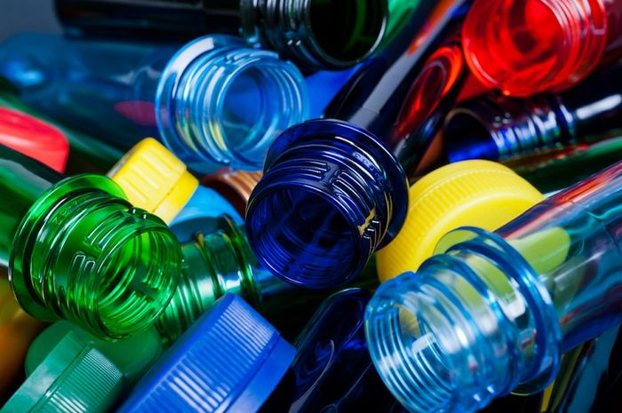 Ilustrasi botol plastik