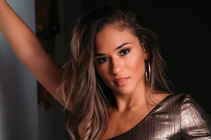 Petarung perempuan di Bellator MMA, Valerie Loureda.