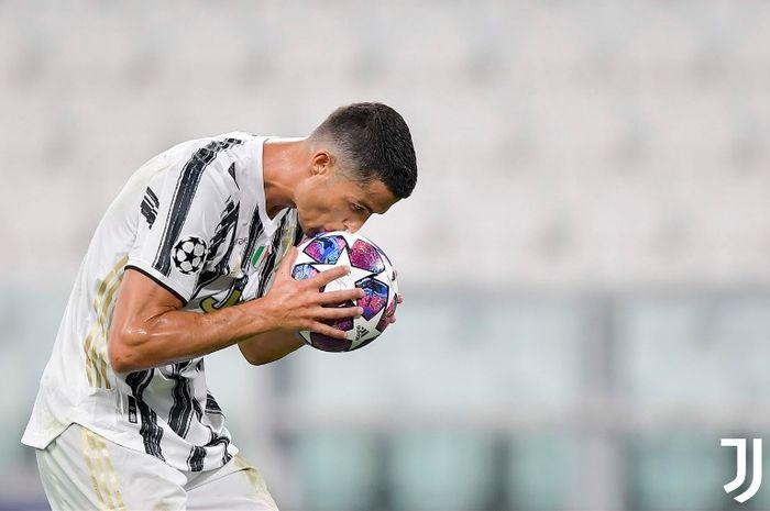 Cristiano Ronaldo merayakan golnya dalam duel Juventus vs Lyon pada babak 16 besar Liga Champions di Allianz Turin, 7 Agustus 2020.