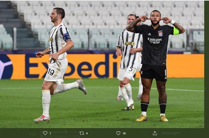 Selebrasi Memphis Depay selepas mencetak gol dalam laga Juventus vs Lyon pada babak 16 besar Liga Champions di Allianz Turin, 7 Agustus 2020.