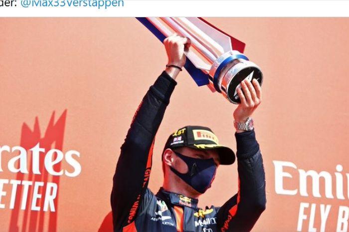 Pembalap Red Bull Racing, Max Verstappen, merayakan kemenangannya pada balapan F1 70th Anniversary GP di Sirkuit Silverstone, Inggris, 9 Agustus 2020.