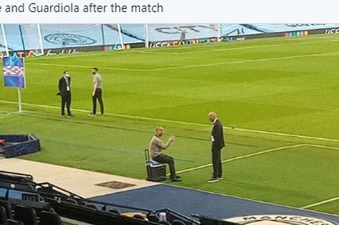 Pelatih Manchester City, Pep Guardiola, duduk sambil berbicara dengan pelatih Real Madrid, Zinedine Zidane, seusai laga leg kedua babak 16 besar Liga Champions di Stadion Etihad, 7 Agustus 2020.