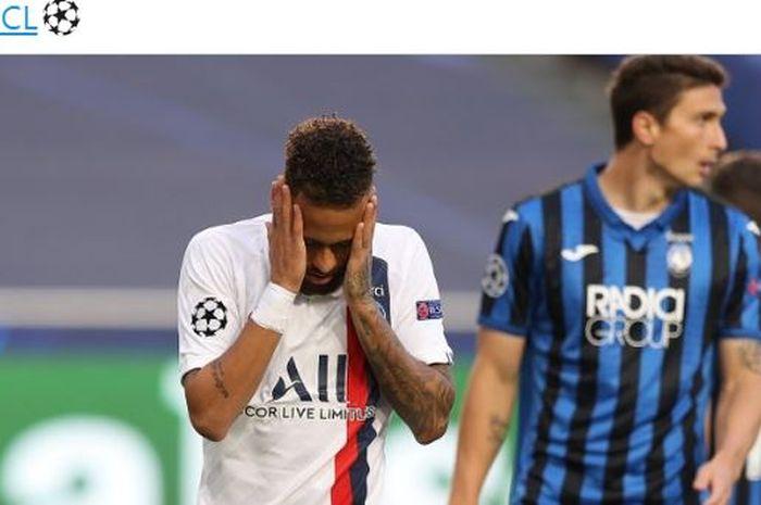 Penyerang Paris Saint-Germain, Neymar, menunjukkan ekspresi kecewa dalam laga perempat final Liga Champions kontra Atalanta di Estadio do Sport Lisboa e Benfica, Rabu (12/8/2020).