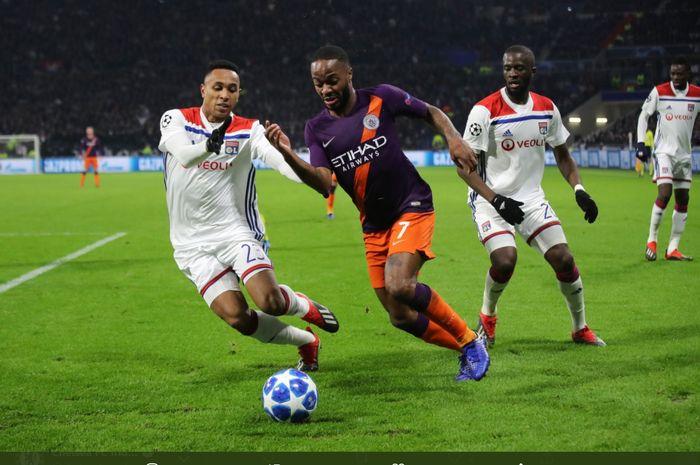 Momen duel antara Manchester City dan Olympique Lyon di fase grup Liga Champions 2018-2019.