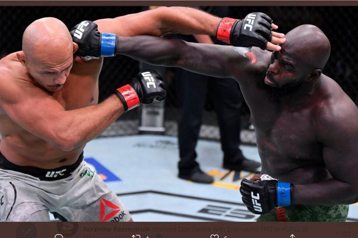Petarung UFC, Junior dos Santos (kiri) dalam duelnya.