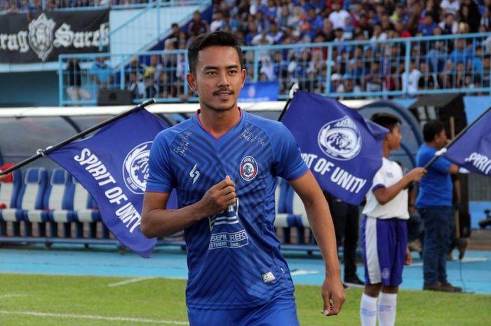Bek kanan Arema FC, Taufik Hidayat.