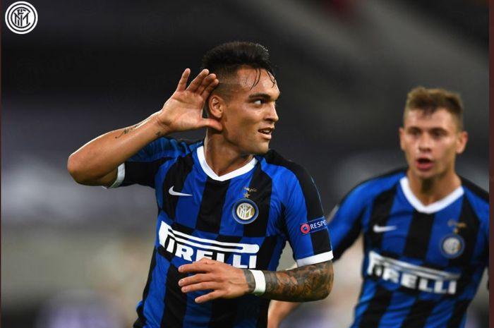 Penyerang Inter Milan, Lautaro Martinez, merayakan gol ke gawang Shakhtar Donetsk dalam semifinal Liga Europa di Koeln, 17 Agustus 2020.