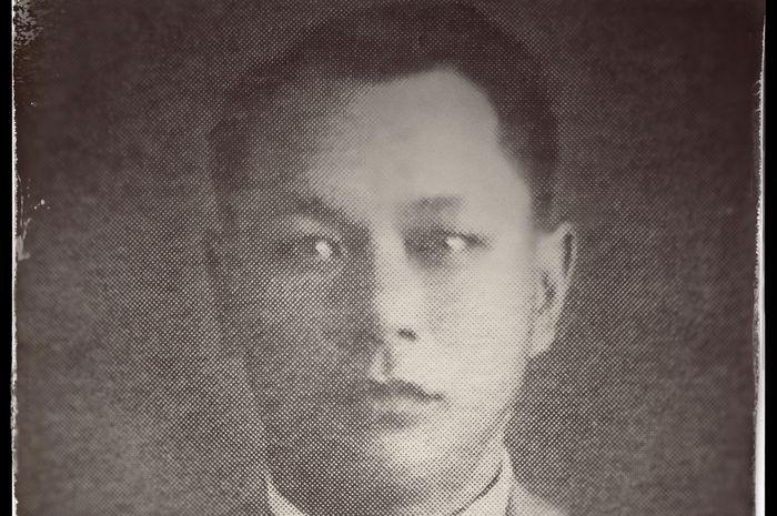 Kwee Thiam Tjing—Lahir di Pasuruan, 9 Februari 1900 dan wafat di Jakarta pada 28 Mei 1974.