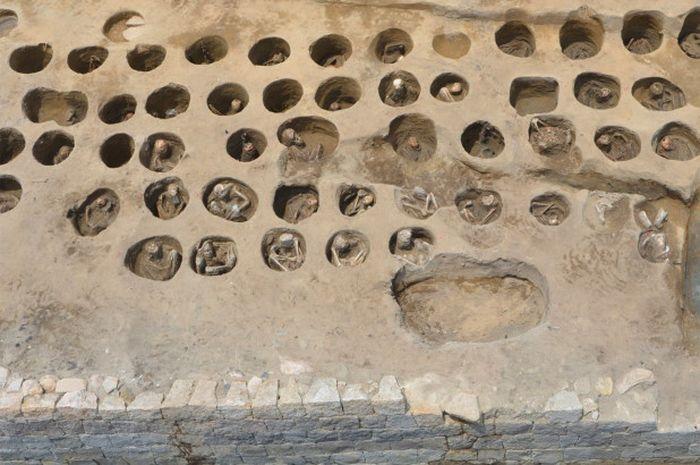 Situs pemakaman bersejarah yang ditemukan di Osaka, Jepang.