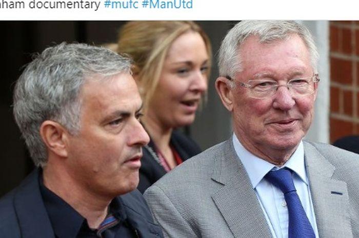 Pelatih Tottenham Hotspur, Jose Mourinho, bersama pelatih legendaris Manchester United, Sir Alex Ferguson.