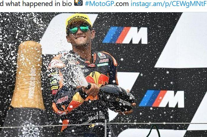 Pembalap Red Bull KTM Ajo, Jorge Martin, merayakan kemenangannya pada balapan Moto2 Austria di Red Bull Ring, Austria, 16 Agustus 2020.