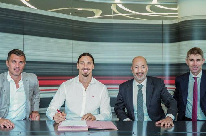 Zlatan Ibrahimovic resmi memperpanjang kontrak di AC Milan hingga 30 Juni 2021.