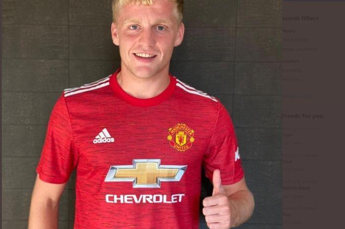 Donny van de Beek resmi bergabung dengan Manchester United dari Ajax Amsterdam.