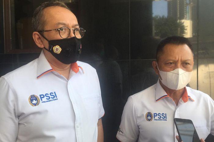 Direktur Utama PT LIB Akhmad Hadian Lukita dan Direktur Operasional Sudjarno usai bertemu Satgas Antimafia Bola, Jumat (4/9/2020).