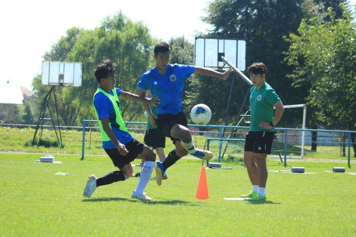 Para pemain timnas U-19 Indonesia menjalani latihan pemulihan pada Rabu (9/9/2020).