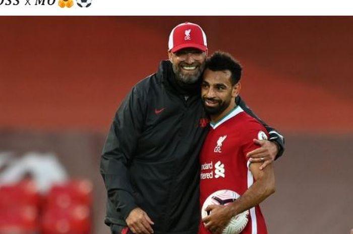 Pelatih Liverpool, Juergen Klopp, memeluk Mohamed Salah seusai laga Liga Inggris kontra Leeds United di Stadion Anfield, Sabtu (12/9/2020).