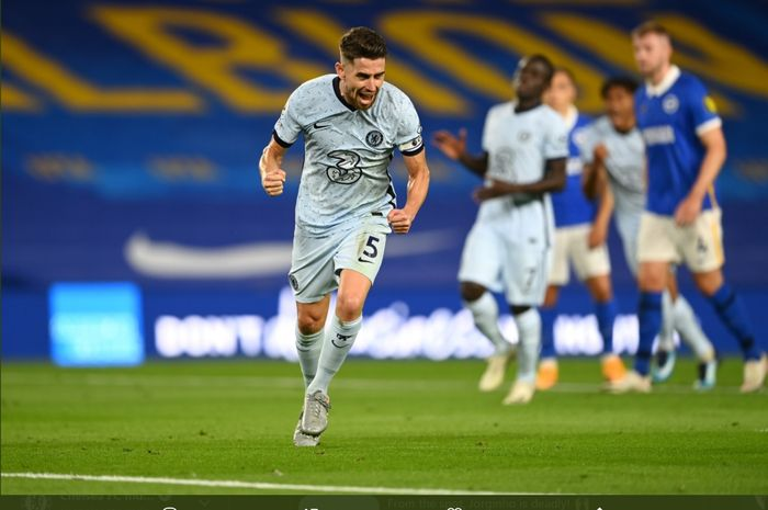 Ekspresi Jorginho setelah membawa Chelsea unggul 1-0 atas Brighton & Hove Albion via sepakan penalti pada laga perdana di Liga Inggris 2020-2021, Senin (14/9/2020).