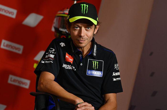 Valentino Rossi gak podium di MotoGP San Marino, (13/9/2020) protes gara-gara total putarannya lebih 1 lap. Kalau tidak Valentino Rossi tidak finis di posisi 4