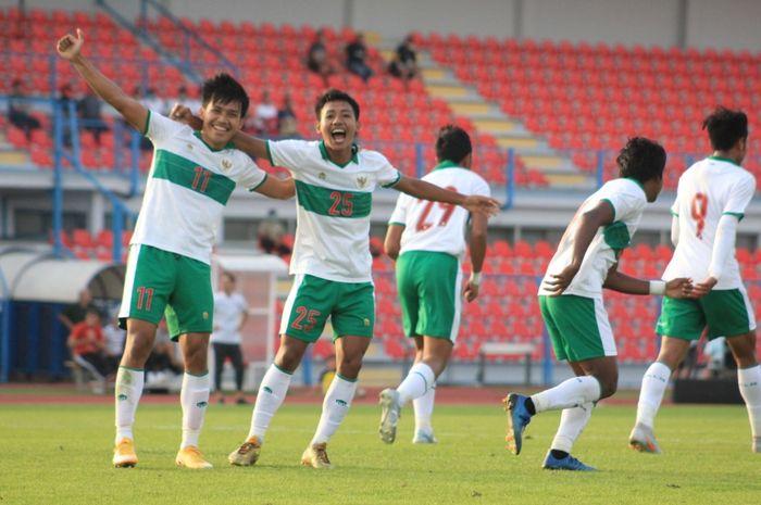 Pemain timnas U-19 Indonesia merayakan gol ke gawang Qatar